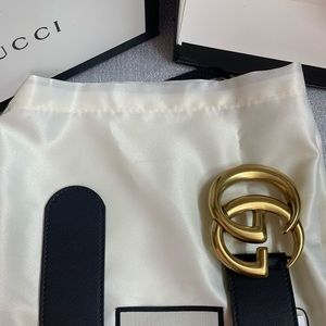 Woman's black leather Gold buckle